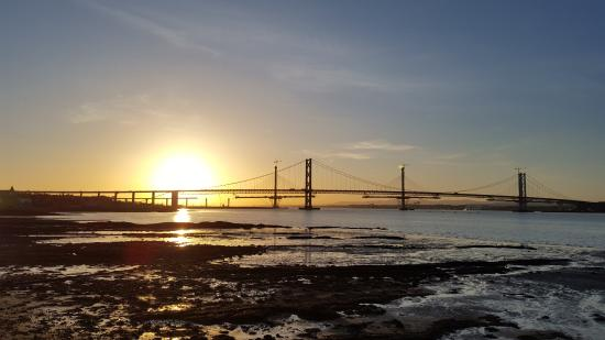 sunset-at-south-queensferry